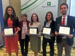 Silvia Barbanti, mamma di Sara Bianchi, con i vincitori del premio a lei intitolato
