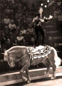 Leonid Olkhovikov, le fils de Nicolai, le maître des jongleurs à cheval