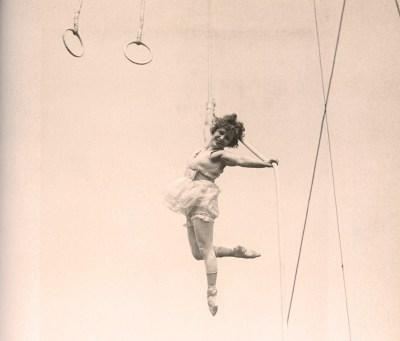 Lillian Leitzel en l'air