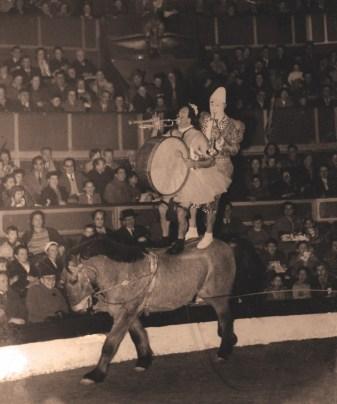 Rolph et Achille Zavatta à cheval au Cirque d'Hiver