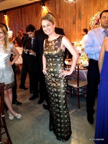 Number three Fernanda e seu vestido dourado com preto.  Ou seria preto com dourado?