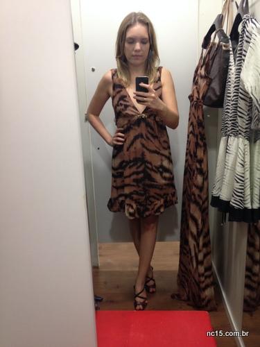 Look 5: vestido curto com estampa de onça