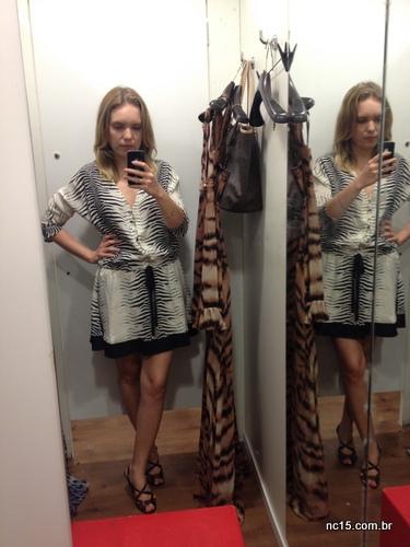 Look 3: vestido curto com estampa zebrada