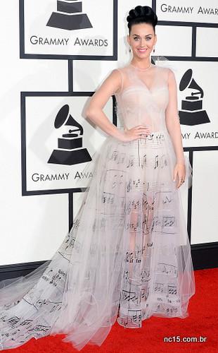 Em quinto lugar Katy Perry e seu Valentino. Gente ela era a única pessoa que poderia usar esse vestido na vida real, e no evento ideal também