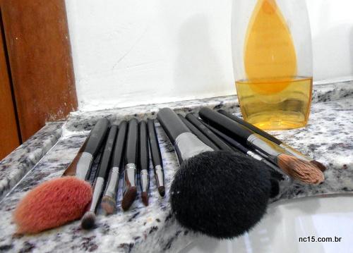 Meus pincéis de maquiagem sujos prontos para o banho
