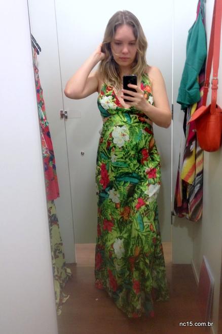 Vestido longo ver com estampa de flores da Coleção Poderosas do Brasil da C&A