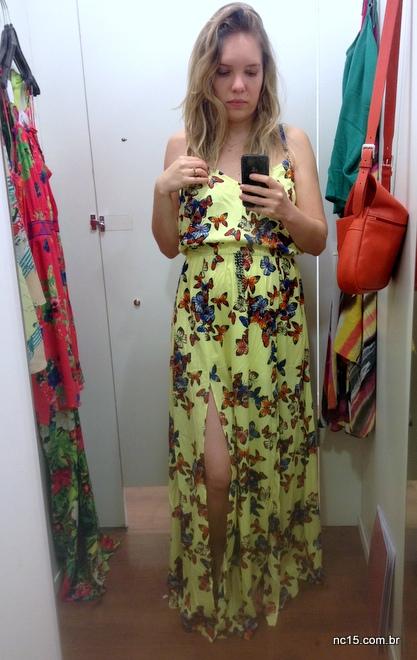 Vestido longo amarelo com estampa de borboletas da Coleção Poderosas do Brasil da C&A