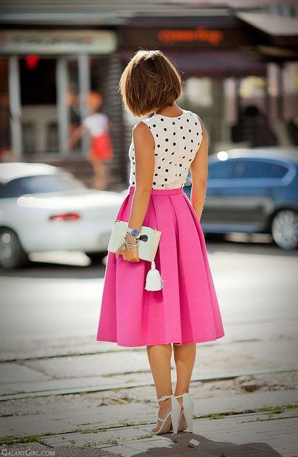 saia rosa midi com blusa branca de póa