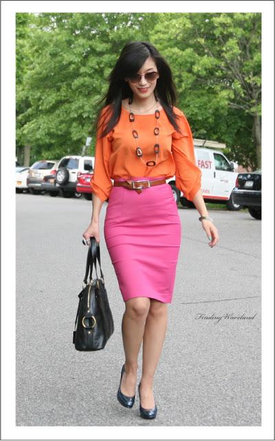 saia lápis rosa com blusa de mangas comprida laranja