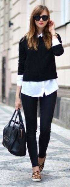 blusa branca com calça preta, suéter de linha preto e sandália animal print