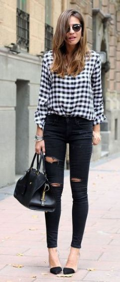 blusa xadrez preto e branco com calça preta destroied