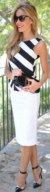 blusa de listra preto e branco com saia lápis branca