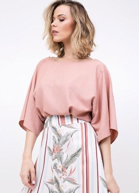 Blusa rosa com manga ampla