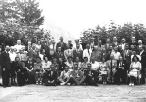 Photo d'un groupe de participants à la rencontre de 1947
