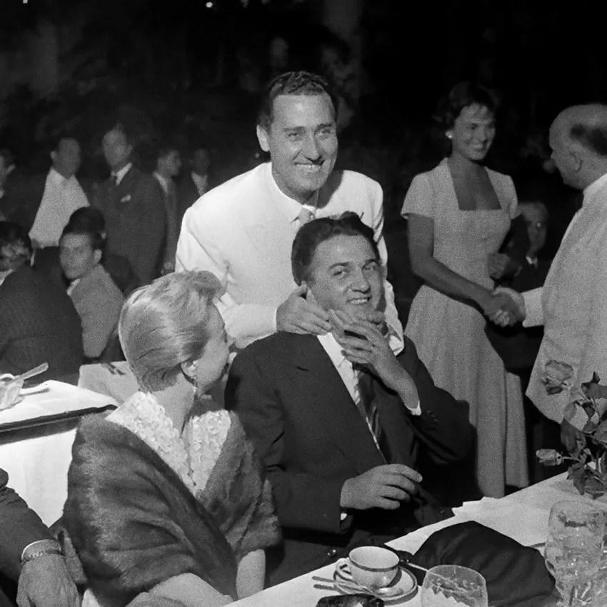 Alberto Sordi con Fellini e Giulietta Masina ai Nastri d'Argento