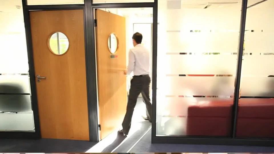 entrare in ufficio