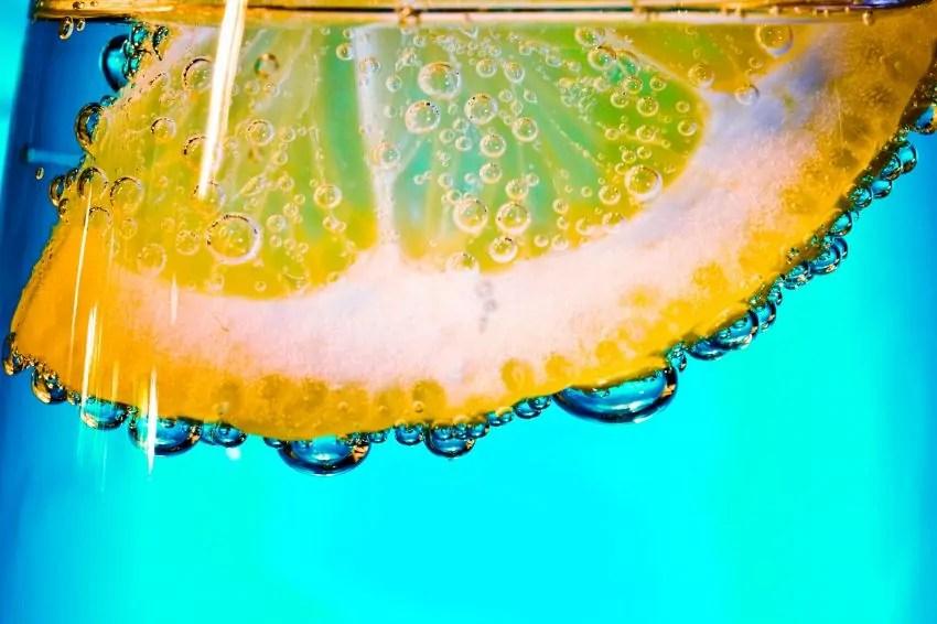 limone nell'acqua