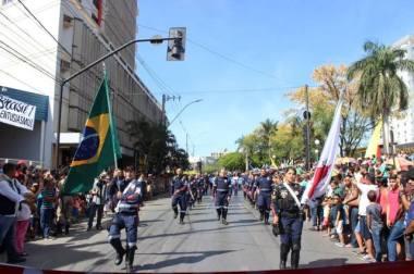População aplaude SAMU durante o desfile de 7 de Setembro