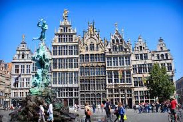 Градският площад на Антверпен