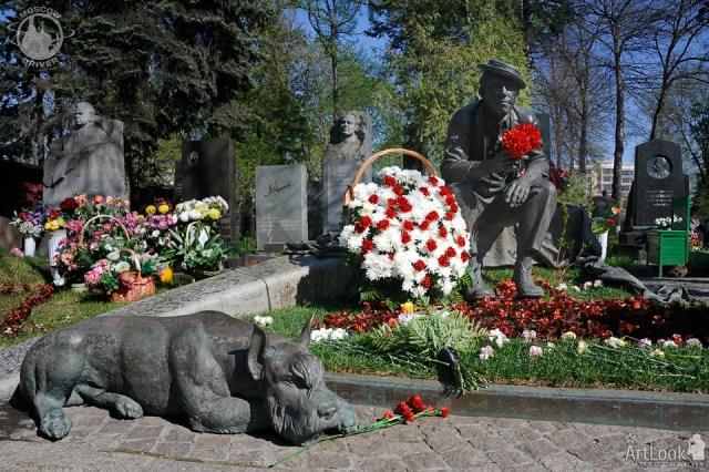 Новодевически манастир и гробище