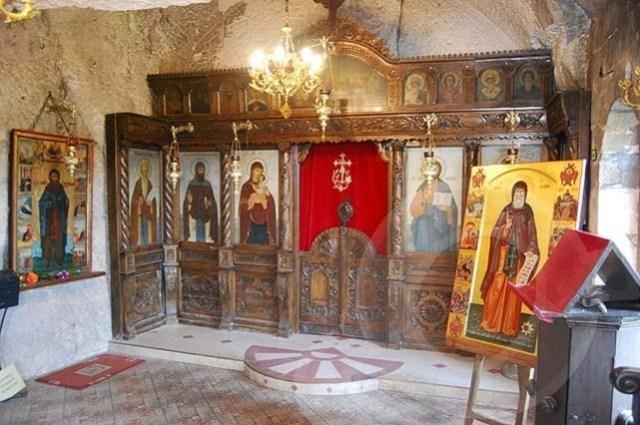 Басарбовският скален манастир