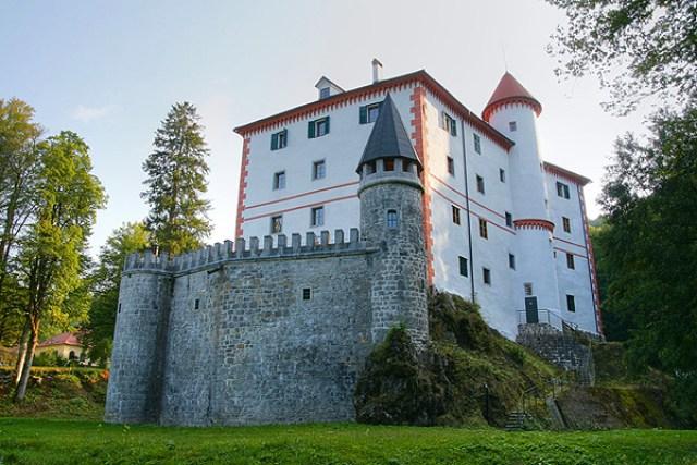 """Замъкът """"Снежник"""""""
