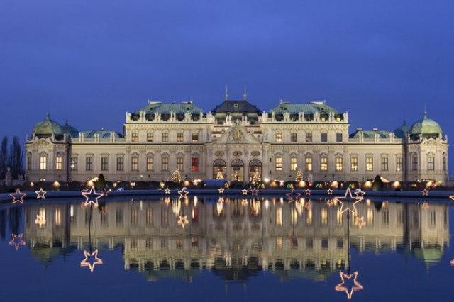 Коледният базар във Виена