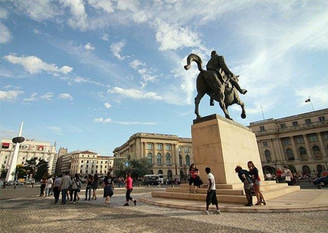 Площадът на Революцията