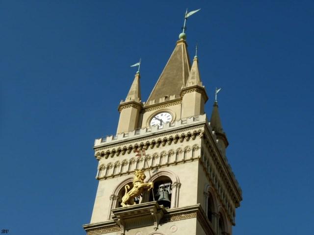 Камбанарията към катедралата на Месина