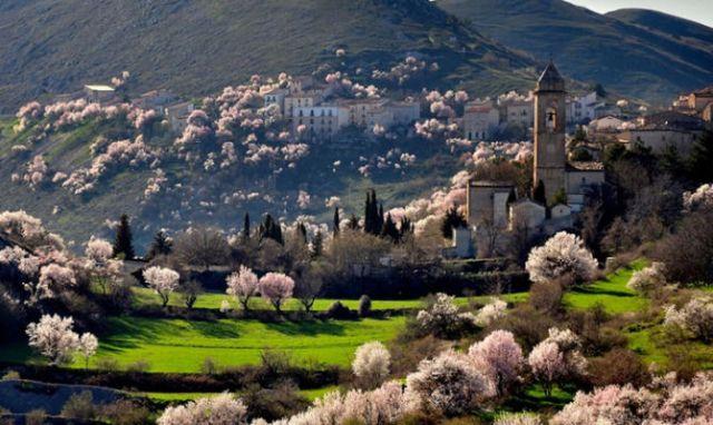 """Автомобилна обиколка """"Дивите пейзажи на Абруцо"""""""