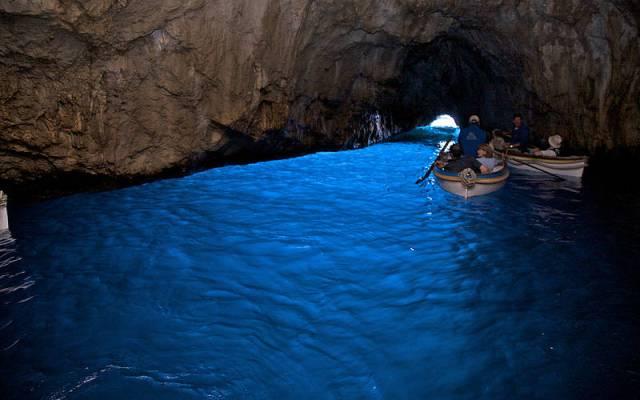 Синята пещера