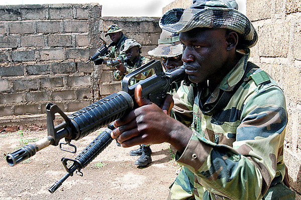 Malian soldiers on a training exercise with US troops. Photo © Flickr