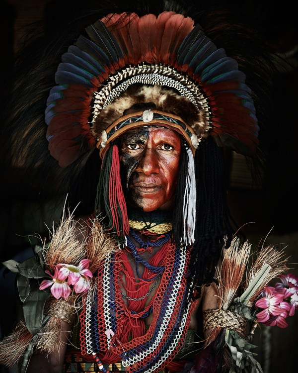 Goroka Tribe, Papua, New Guinea Photo  © Jimmy Nelson BV courtesy teNeues