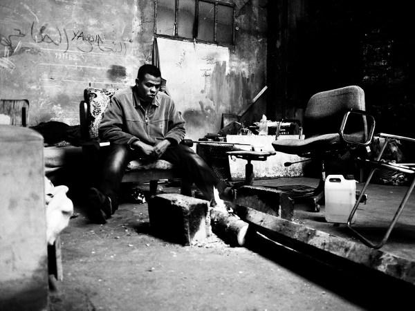 Shelter from the rain, Africa House, Calais ©Simone Perolari