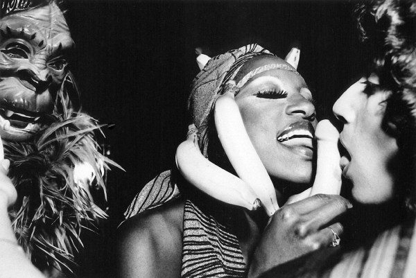 danger-woman-monkey-and-banana-at-le-clique-1979 ©Arlene Gottfried
