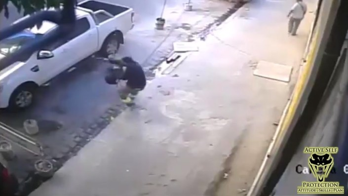 Perp approaches truck… Learns ultimate lesson…