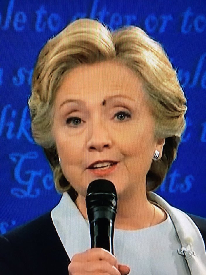 Fly lands on Hillary Clinton's face… – CITIZEN FREE PRESS