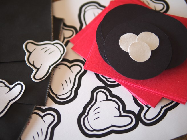 Mickey Mouse Party by Citlali Rose | Gift bags with hang loose hands