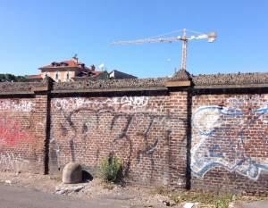 muro_mattoni_gru