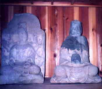大熊龍王神社・観音堂に安置されている坐像写真
