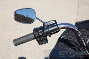 Right control pod - Harley-Davidson Road Glide Ultra.