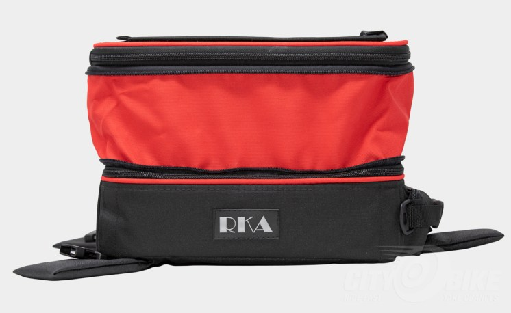 RKA SuperSport 19.5 liter expandable tankbag, personalized with red expansion area and piping.