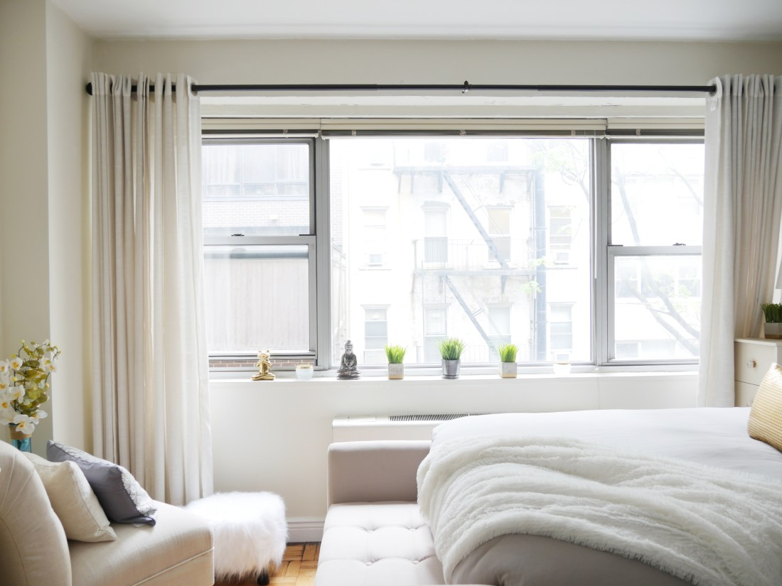 Struggling to decorate your studio? Have no fear! You can create a chic oasis on a low-budget. #studioapartment #studioapartmentideas #studioapartmentdecorating #roomdividerideas