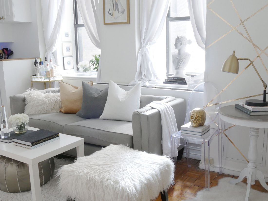 Moving into a rented space? These are the items you must switch out when you move into your new home! #rentalhomedecorating  #rentaldecorating #rentalapartmentdecorating #smalllivingroomideas  #smallapartmentdecorating #smallapartmentideas