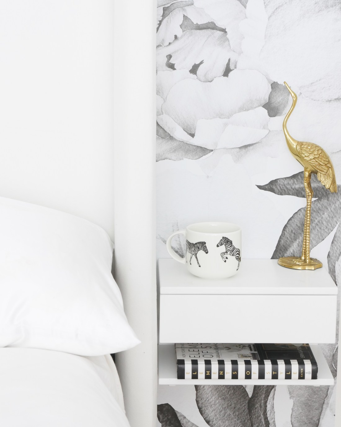 Live in a small space? Find it hard to find budget-friendly furniture that fits in your space? Have no fear! I found the most amazing the furniture brand that created furniture specifically for small spaces #studioapartmentideas #tinystudioapartmentideas #studioapartmentdecorating #decoratingonabudget #smallapartmentideas #smallbedroomideas #smallbedroomideasteens #smallbedroomideasforwomen