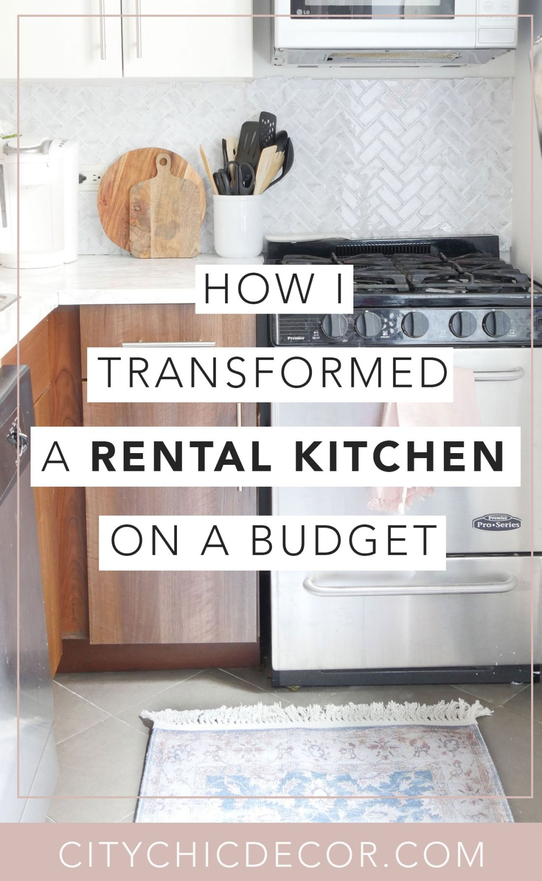 Have an old rental kitchen and dream of having a marble kitchen? Use these temporary solutions to create a rented kitchen that all your guests will drool over! #rentalkitchenmakeover #kitchenideas #smallkitchenideas #kitchenideasonabudget #rentalhomedecorating #rentaldecorating #rentalapartmentdecorating #rentalhomedecoratingdiy