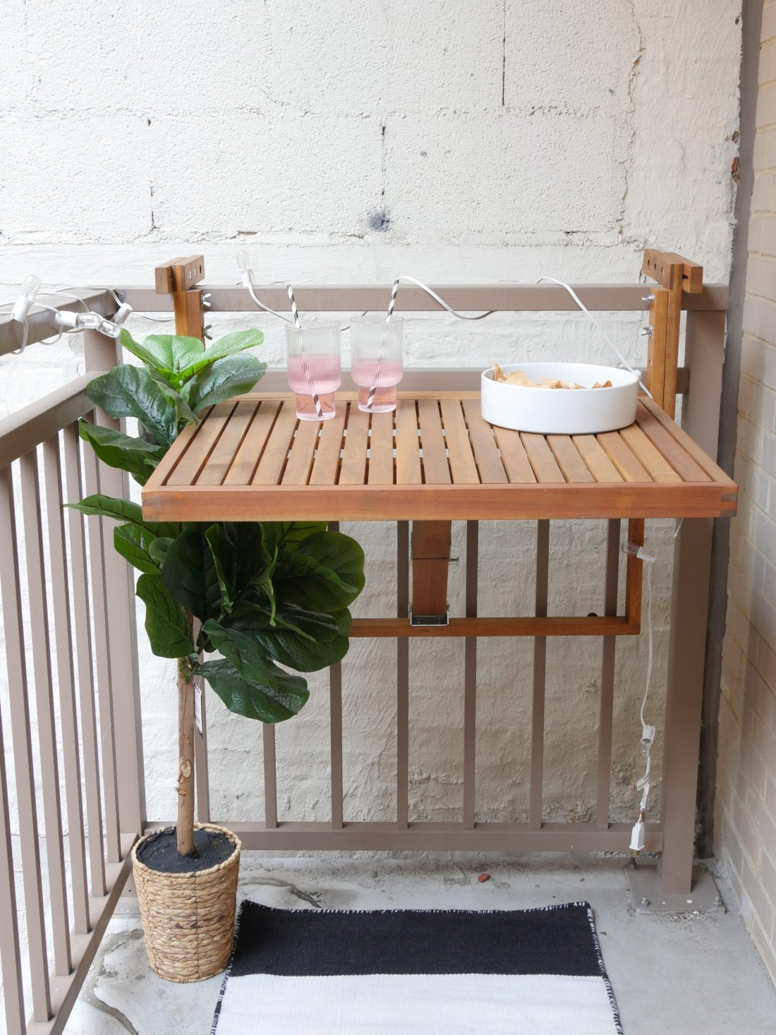 Have a small rental balcony? Struggle to decorate it? Here's how I decorate my small apartment balcony on a budget #balconyideas #balconyideasapartment #balconydecor #smallapartmentdecorating #smallapartmentideas #smallbalconyideas