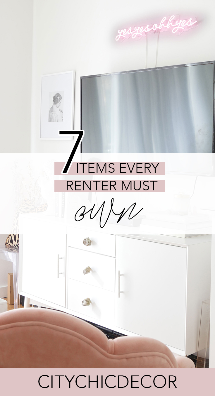 Live in a rented space? Learn the items you must have when living in a rental or smaller home. #rentalhomedecorating #rentaldecorating #homehacks #rentalapartmentdecorating #budgetfriendlydecoratingideas