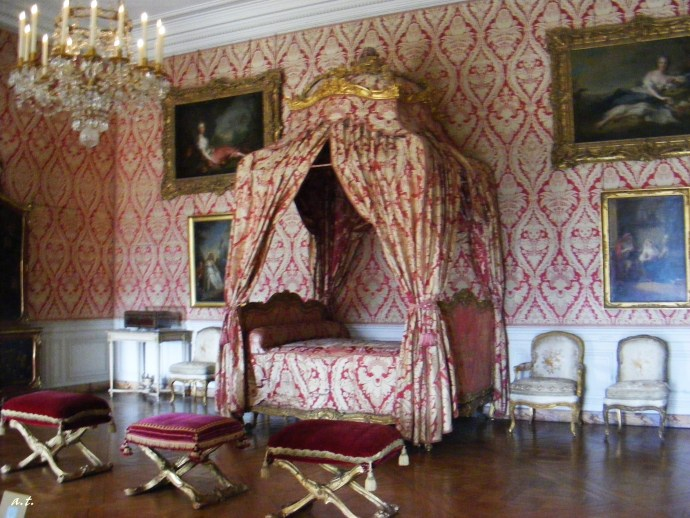 royal bed in Versailles