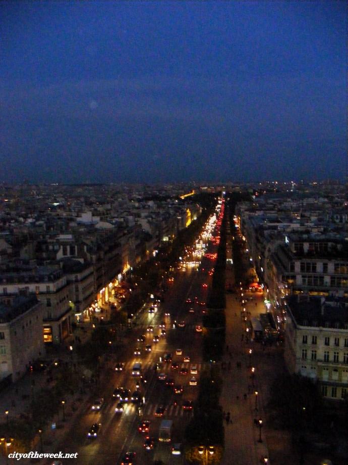darkness falls among the Champs-Élysées